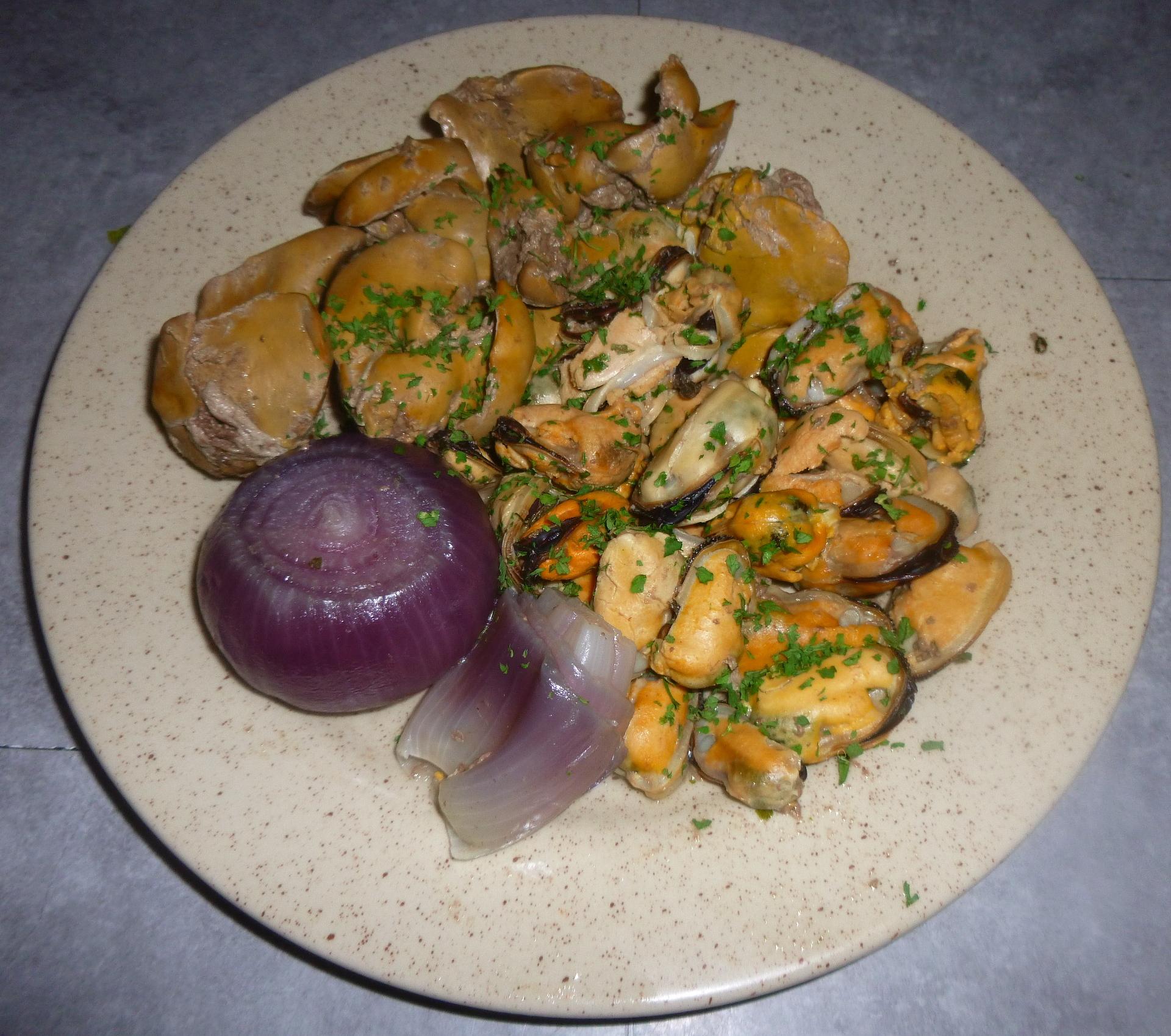 Foie de volaille aux moules et oignons rouges
