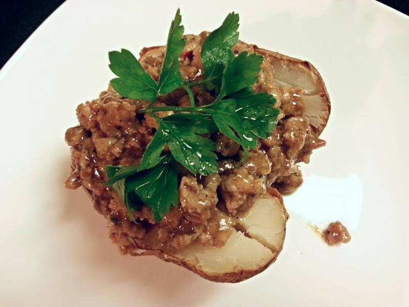 Patate au four avec viande hachée